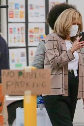 "Sarah Paulson and Beanie Feldstein - ""American Crime Story: Impeachment"" Set in LA 12/10/2020"