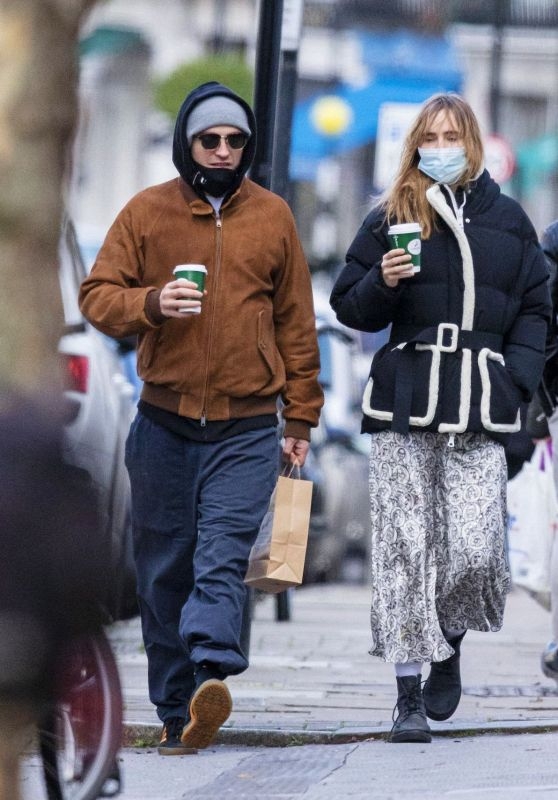 Suki Waterhouse - Out for a Walk in London 12/29/2020