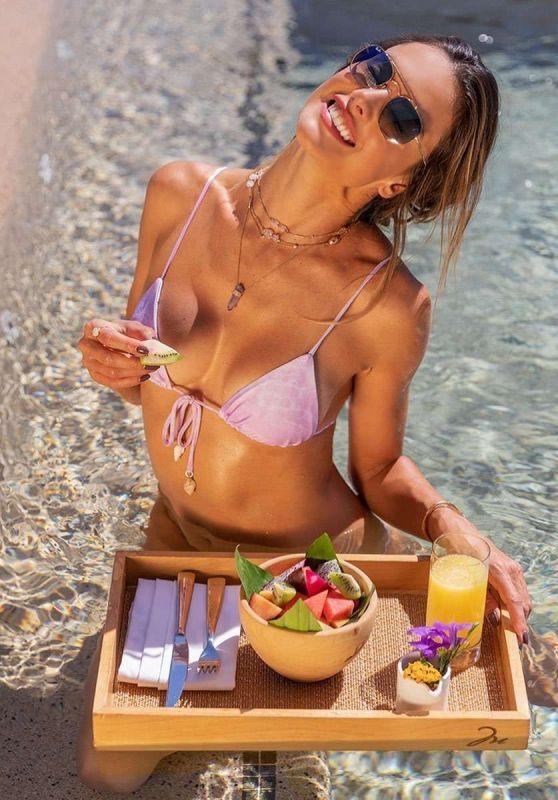 "Alessandra Ambrosio - ""GAL Floripa"" Swimwear Januar 2021"