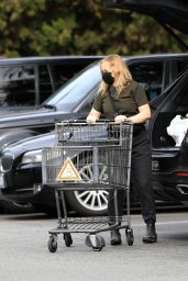 Amy Poehler - Grocery Shopping at Bristol Farms in West Hollywood 01/10/2021