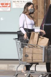 April Love Geary - Grocery Shopping in Malibu 01/14/2021