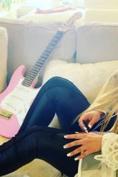 Avril Lavigne - Photoshoot January 2021