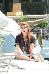 Bella Thorne on a Luxury Yacht in Tulum 01/09/2021