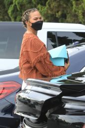 Chrissy Teigen - Grocery Shopping at Bristol Farms in Beverly Hills 01/12/2021
