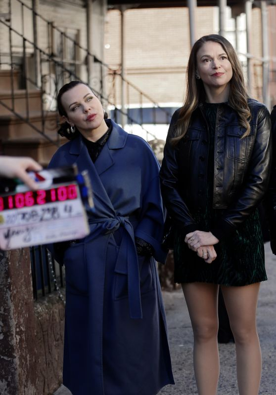 """Debi Mazar and Sutton Foster - """"Younger"""" Set in NY 01/07/2021"""