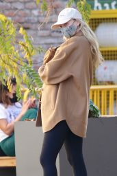 Elsa Hosk in Casual Outfit - Blue Bottle Coffee in Studio City 01/01/2021