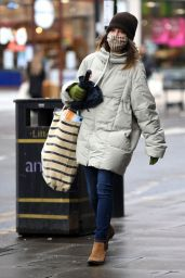 Emilia Clarke Winter Street Style - Shopping in London 01/12/2021