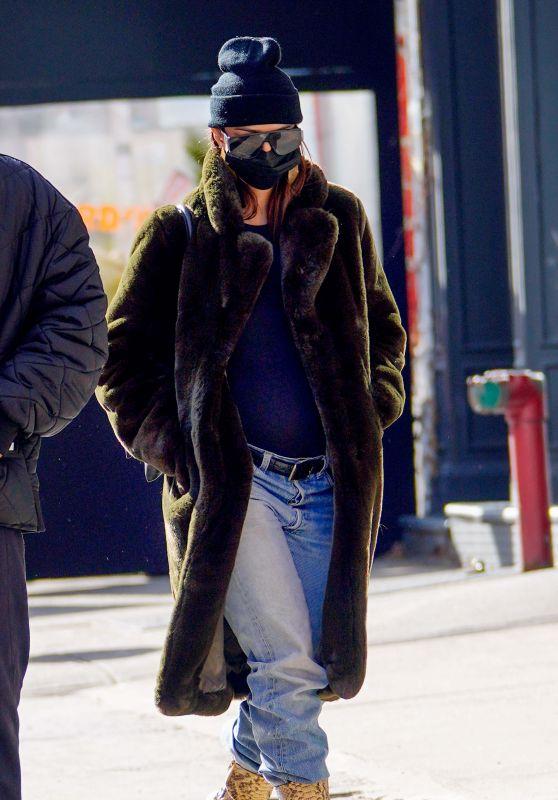 Emily Ratajkowski - Walking Colombo in NYC 01/10/2021