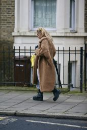 FKA Twigs - Out in London 01/08/2021