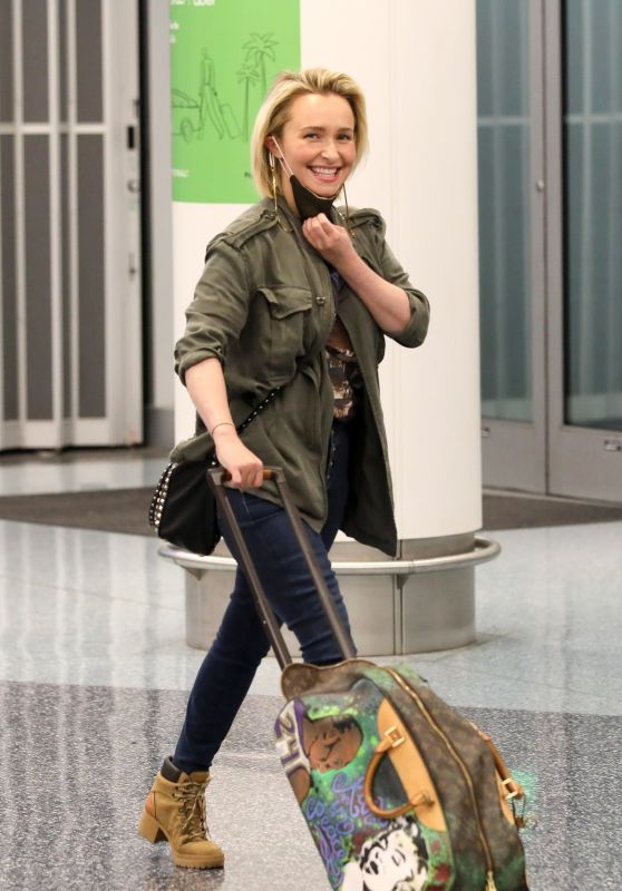 Hayden Panettiere - LAX Airport in LA 01/26/2021
