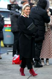 """Hilary Duff and Molly Bernard - Filming """"Younger"""" in Manhattan 01/20/2021"""