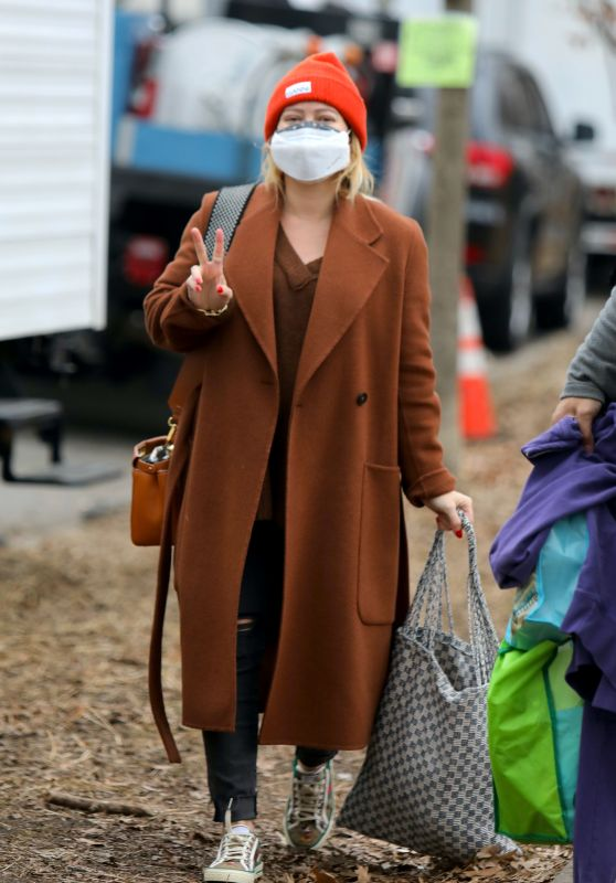 """Hilary Duff - """"Younger"""" Set  in New York 01/17/2021"""