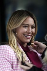 "Hilary Duff - ""Younger"" Set in New York 01/22/2021"