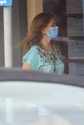 Isla Fisher - Out in Byron Bay 01/13/2021