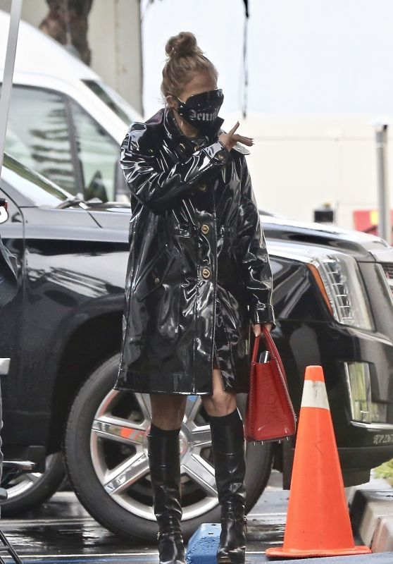 Jennifer Lopez - Arrives for a Photoshoot in Paramount 01/29/2021