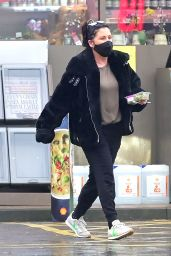 Jessie Wallace - Out in North London 01/13/2021