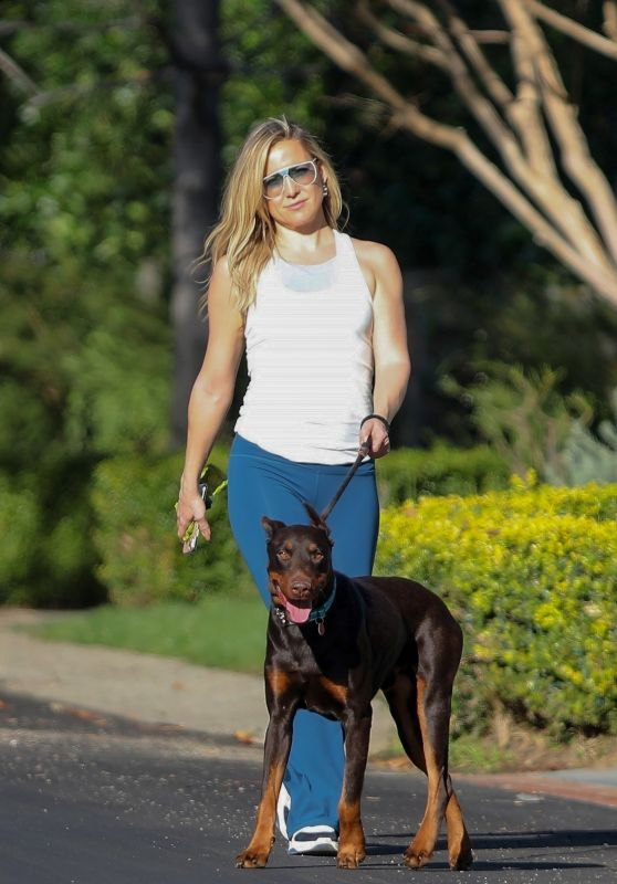 Kate Hudson - Walking Her Dog in Pacific Palisades 01/14/2021