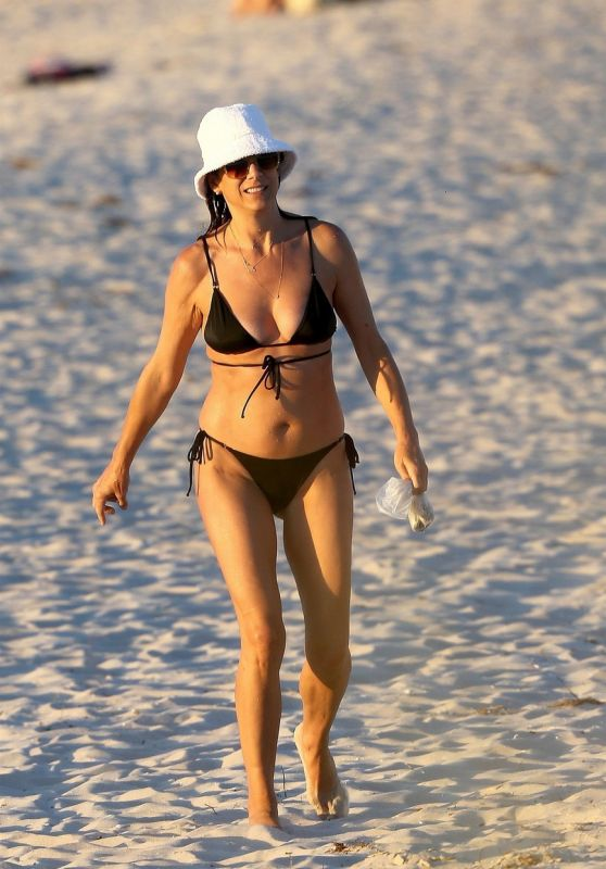 Kate Walsh in a Bikini - Beach in Perth 01/05/2021