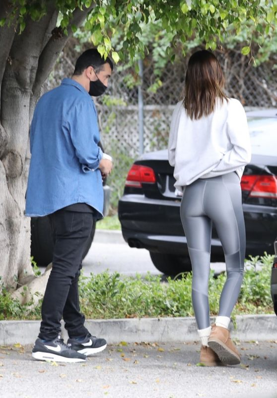 Kendall Jenner in Tights - Los Angeles 01/13/2021