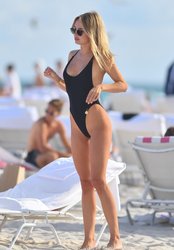 Kimberley Garner in Swimsuit at Miami Beach 01/25/2021