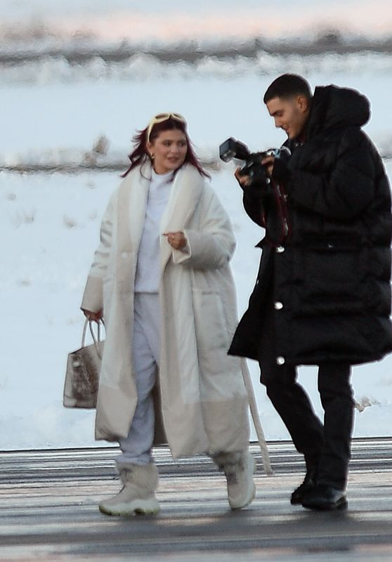 Kylie Jenner – Arrive in Aspen 12/29/2020