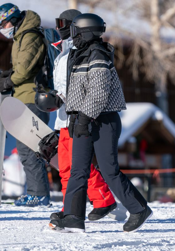 Kylie Jenner in a Styling New Kit at Buttermilk Ski Area in Aspen 01/02/2021