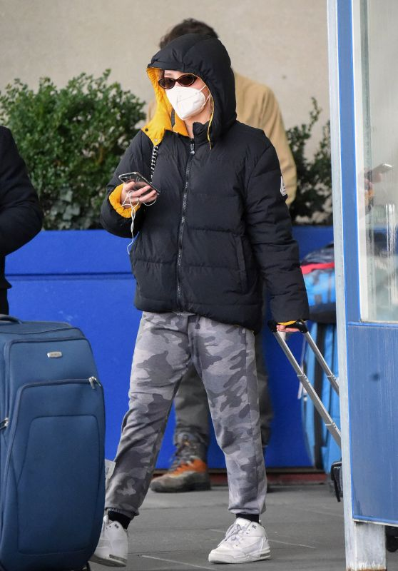 Lily-Rose Depp in Travel Outfit - JFK Airport in NY 01/05/2021