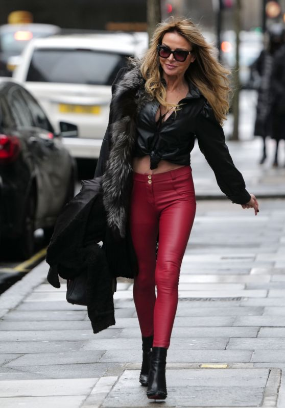Lizzie Cundy is Stylish - London 01/04/2021