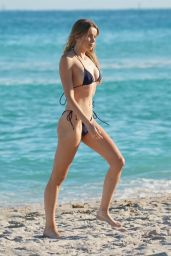 Louisa Warwick in a Bikini - Miami Beach 01/10/2021