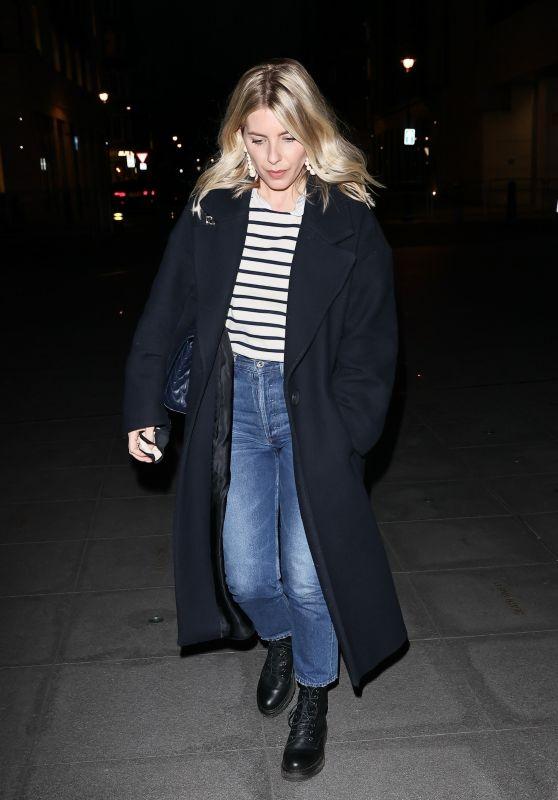 Mollie King Street Style - London 01/15/2021
