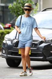 Natalie Portman Street Style - Double Bay in Sydney 01/06/2021