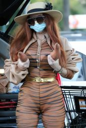 Phoebe Price - Shopping in Los Angeles 01/09/2021