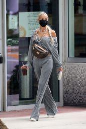 Pia Mia Cute Street Style - Miami 12/06/2020