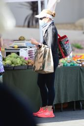 Sarah Michelle Gellar at the Farmers Market in Brentwood 01/10/2021
