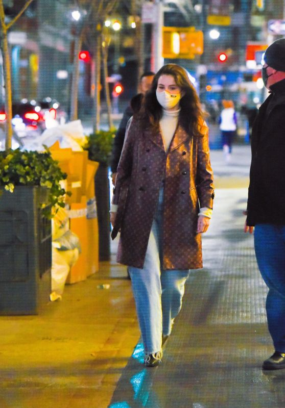 Selena Gomez - Shopping in NYC 01/25/2021