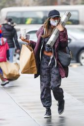 Tayshia Adams and Zac Clark - Shopping in New York 01/03/2021