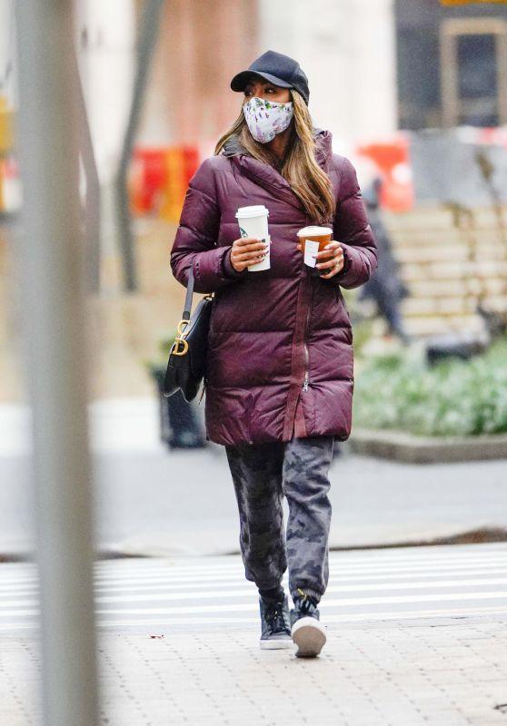 Tayshia Adams and Zac Clark - Shopping in New York 01/03/2021