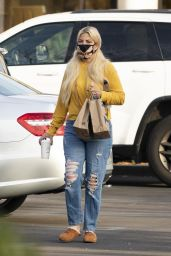Tori Spelling in Casual Outfit - Starbucks in Calabasas 01/03/2021
