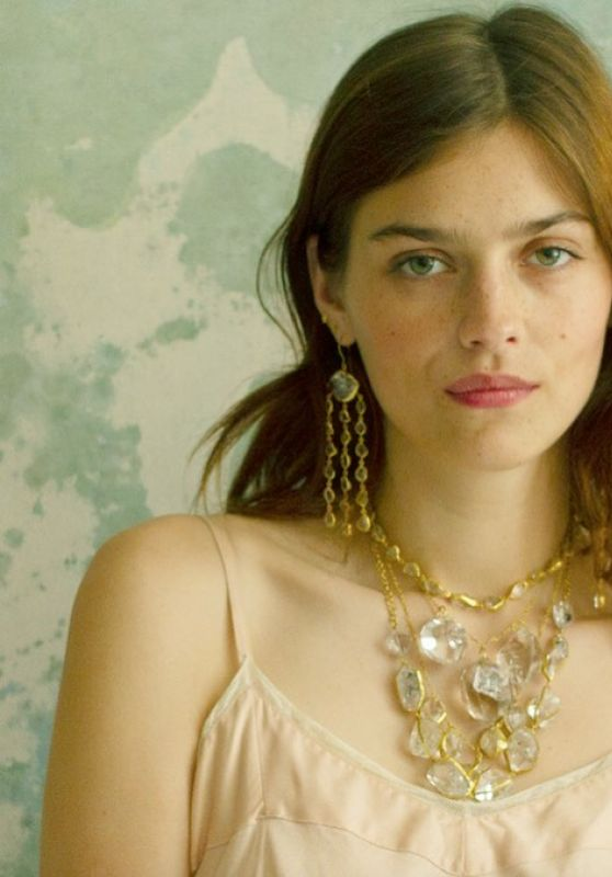 Amber Anderson - Pippa Small Jewelry 2021 (more photos)