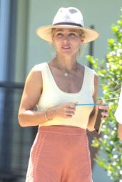 Elsa Pataky - Out in Byron Bay 02/01/2021