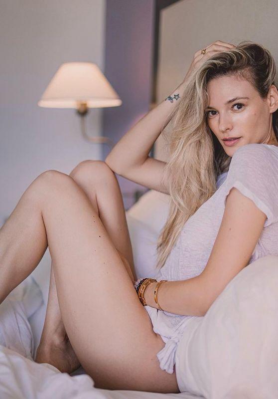 Fabiana Semprebom - Photoshoot February 2021