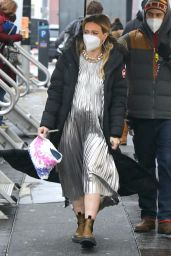 """Hilary Duff - """"Younger"""" Set in NYC 02/09/2021"""