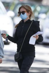 Isla Fisher - Out in Double Bay in Sydney 02/16/2021