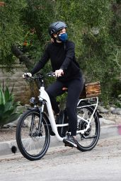 Jennifer Garner - Bicycle Ride in Brentwood 01/31/2021