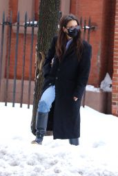 Katie Holmes - Braves the Snow in NYC 02/02/2021