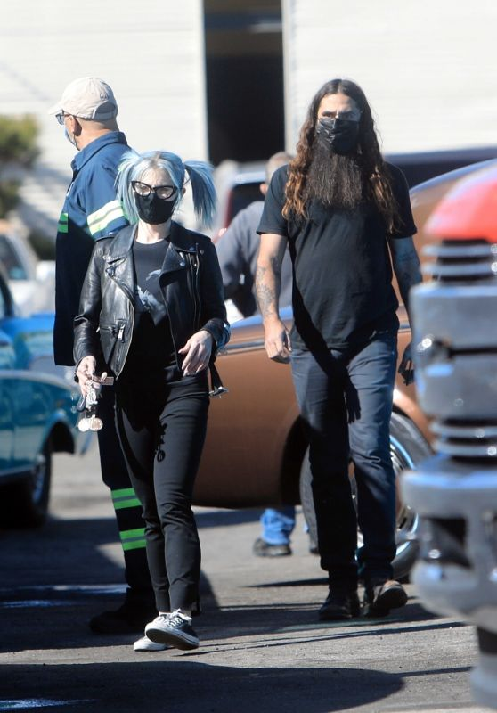 Kelly Osbourne and Erik Bragg - Out in Burbank 02/12/2021