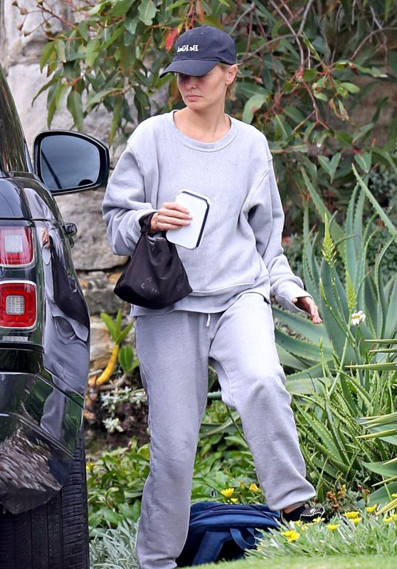 Lara Worthington in Comfy Outfit - Sydney 02/25/2021