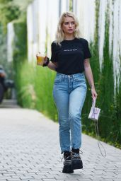 Lottie Moss - Leaving S.O.L Cafe in West Hollywood 02/12/2021