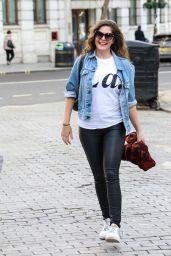 Lucy Horobin Street Style - London 02/23/2021