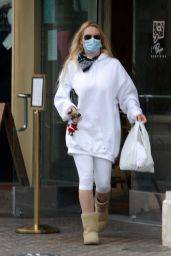 Nicollette Sheridan - Le Pain Quotidien in Calabasas 02/01/2021